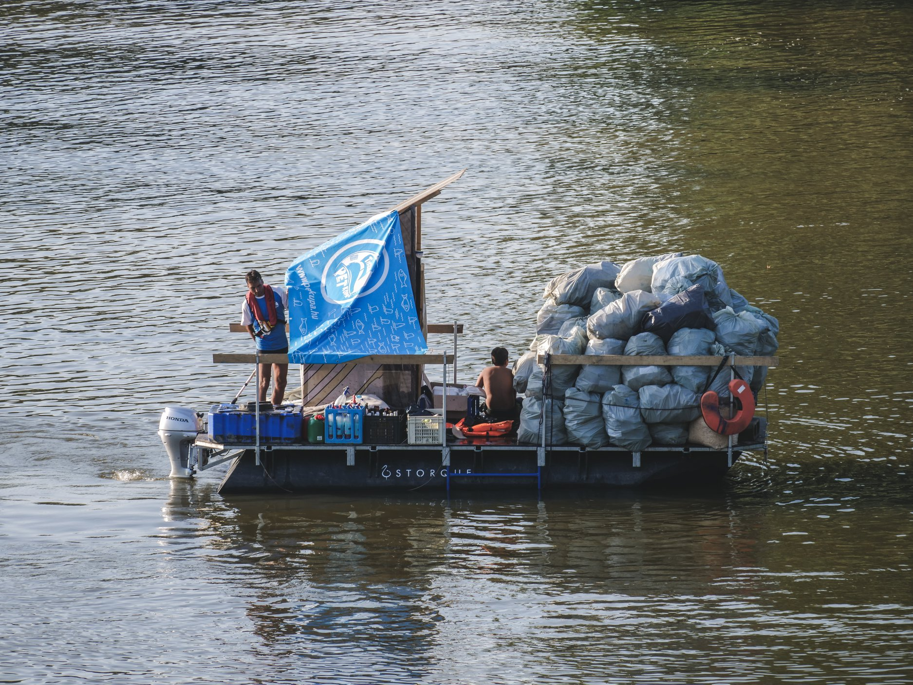 The 8th PLASTIC Cup collected ten tons of trash from Záhony to Tokaj on the Tisza River.