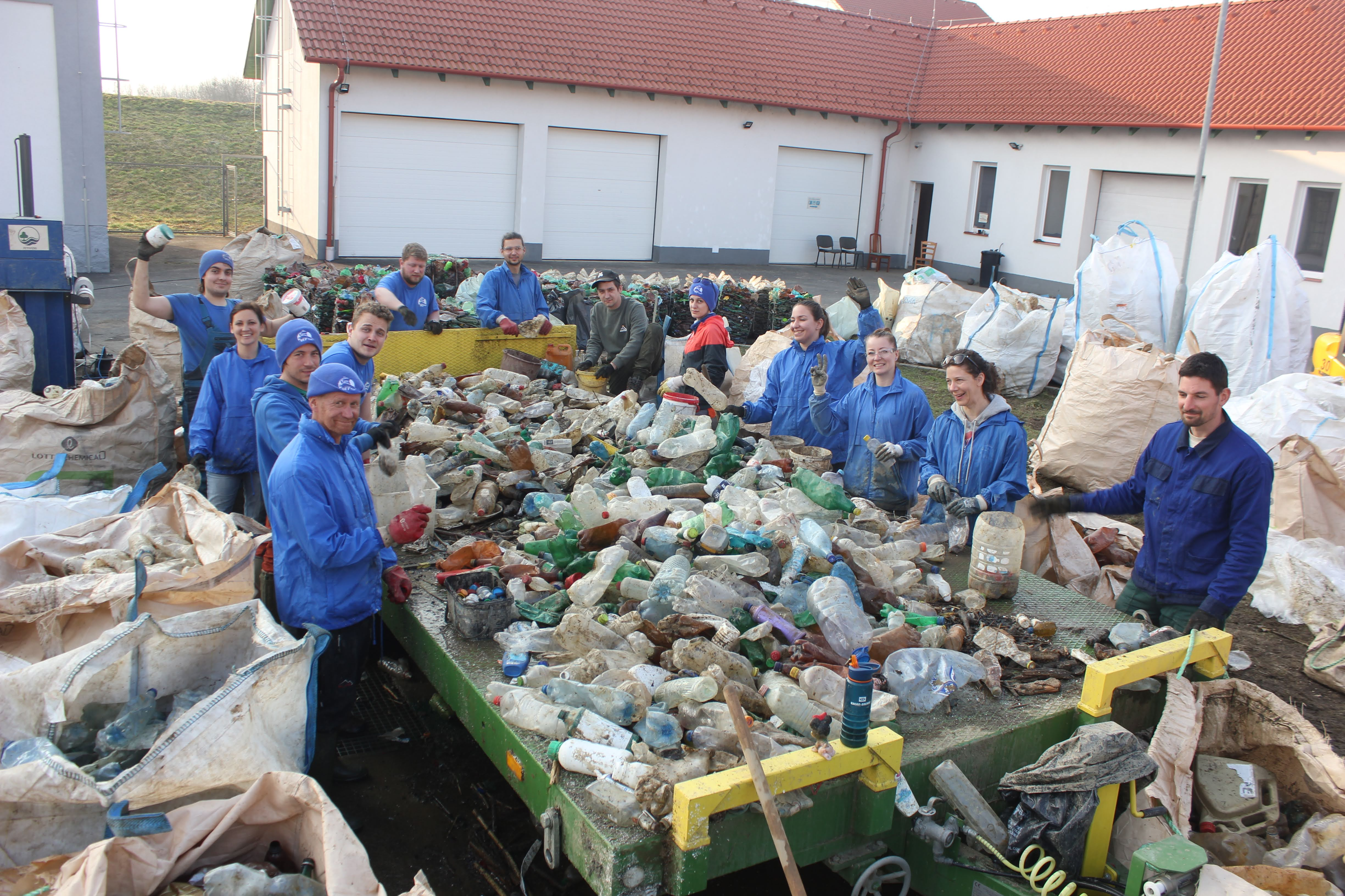 As a result of great teamwork, 7 tons of trash from the Tisza river will be recycled