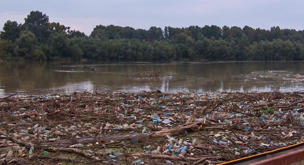 /hulladékzajlás a Tiszán